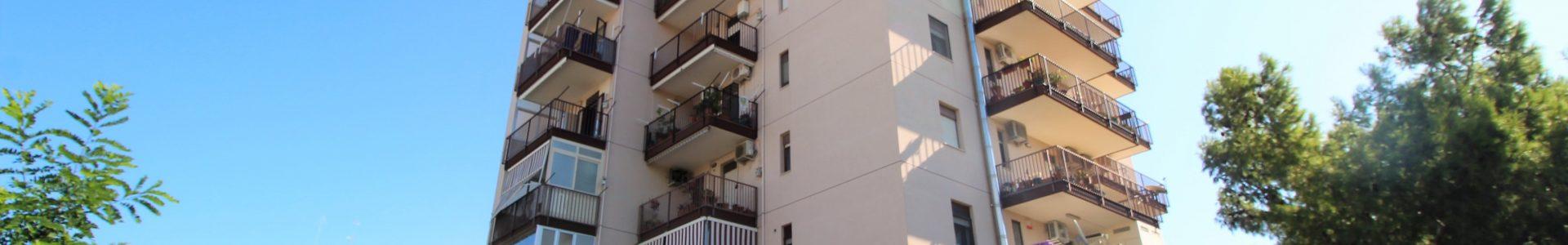 Bari , Japigia – ampio 5 vani con posto auto e cantina