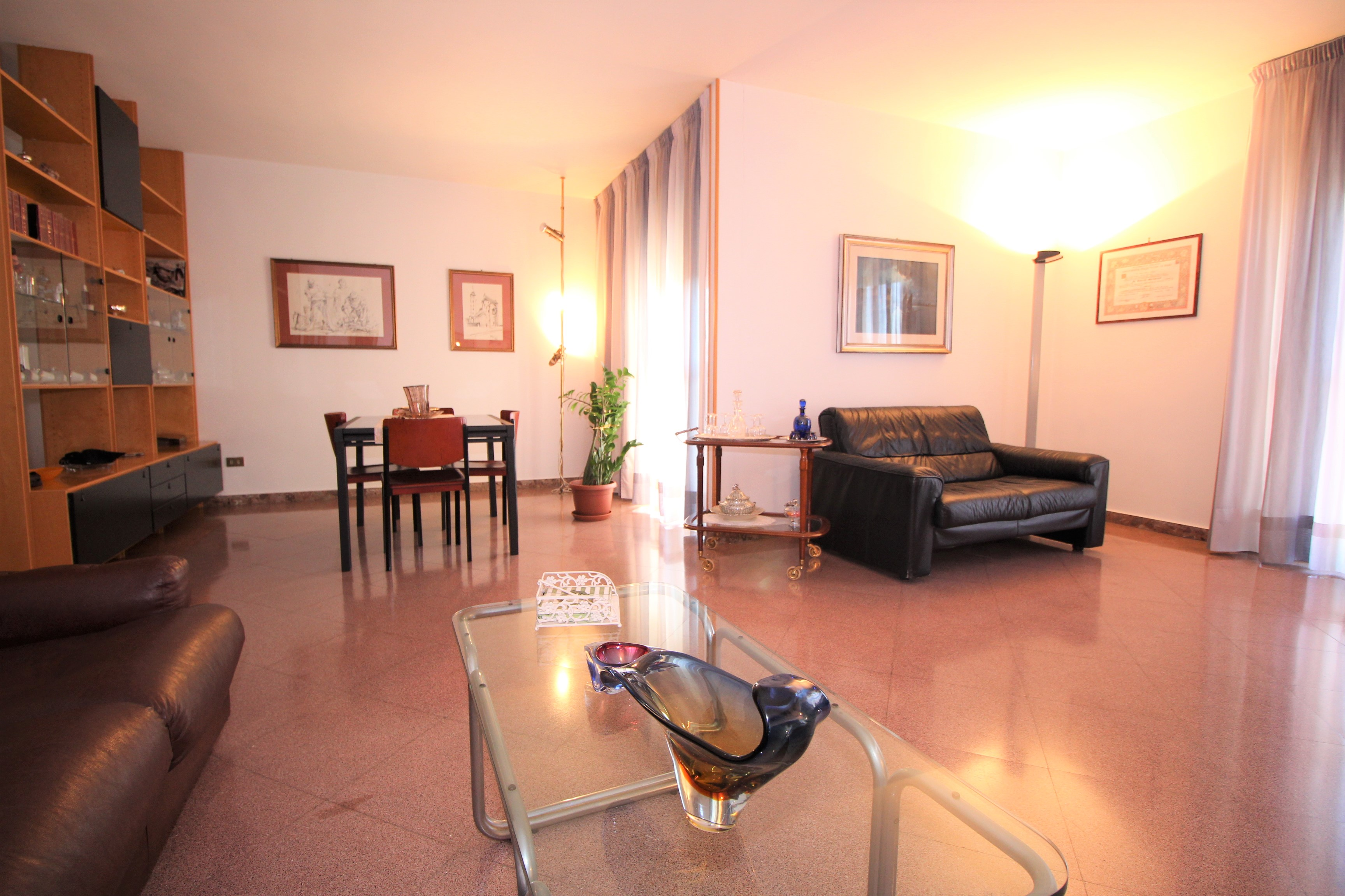 Bari , Japigia - ampio 5 vani con posto auto e cantina ...